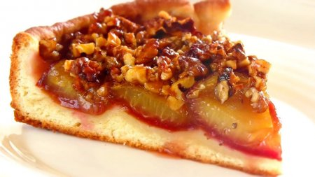 Изумительно вкусный сливовый пирог с хрустящими орешками