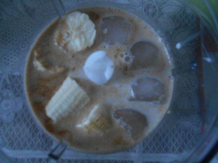 Кофе с бананом и шоколадом