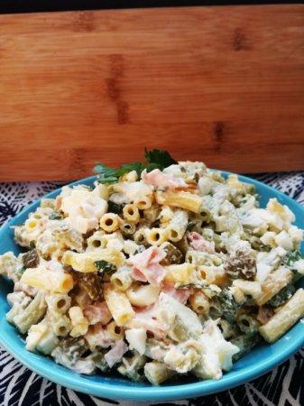 Салат из макарон с сыром фета