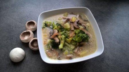 Куриный суп с брокколи и шампиньонами