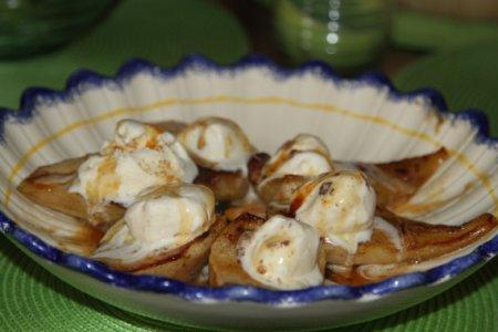Запеченные груши с мороженым