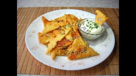 Хрустящие сырные чипсы домашнего приготовления