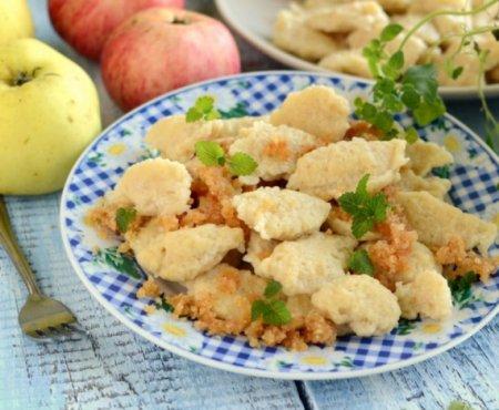 Яблочные клецки