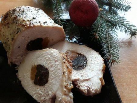 Свинина, фаршированная черносливом и курагой