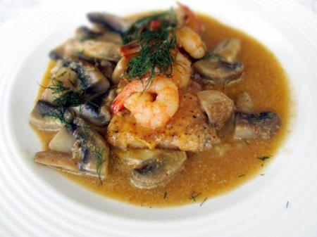 Рыба с креветками и грибами