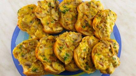 Быстрые горячие бутерброды с грибами - шампиньонами