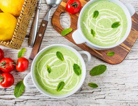 Холодный йогуртовый суп с горошком и мятой