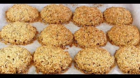 Хрустящее овсяное печенье с семечками