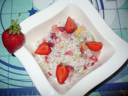 Десерт с чиа и фруктами