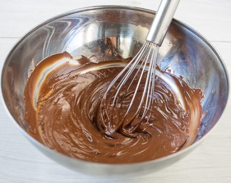 Муссовое пирожное с шоколадом и маракуйей