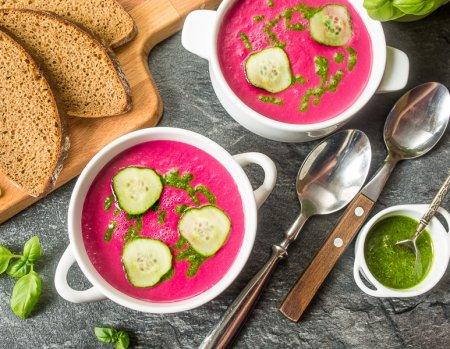 Холодный суп-пюре из свеклы с песто