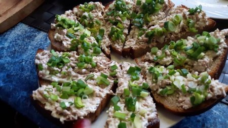 Бутерброды за 5 минут с печенью трески
