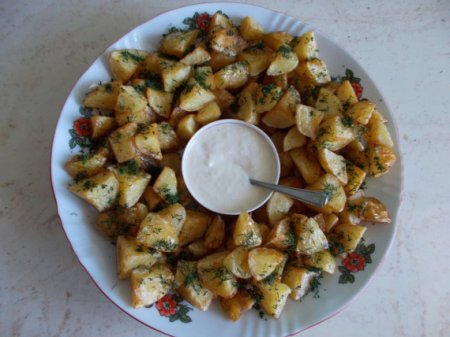 Картофельный гарнир с чесночным соусом