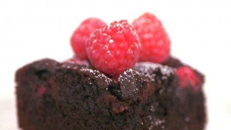 Брауни с малиной. Супер шоколадный и ягодный