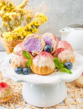Заварные пирожные с кремом из голубики