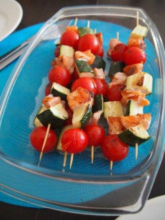 Шашлык из лосося, цукини и помидора