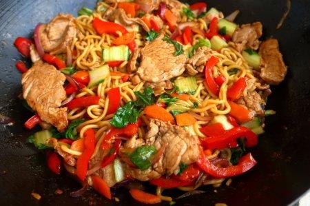 Чоу мейн со свининой (pork chow-mein)