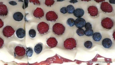 Торт Павлова с фруктовым кремом и ягодами