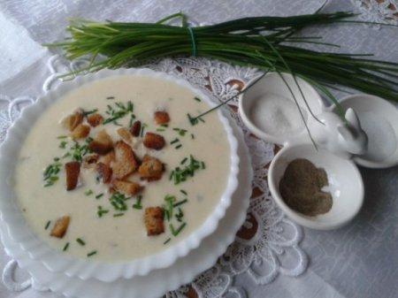 Сырный крем-суп с луком пореем
