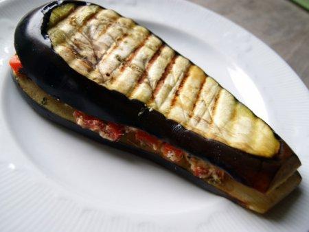 Баклажан с сыром и перцем на гриле