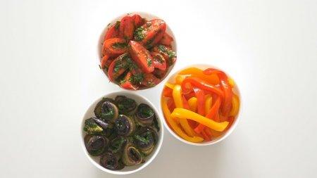 Маринованные помидоры, баклажаны и перцы