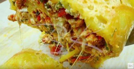 Рулет мясной по-французски с картофелем и помидорами