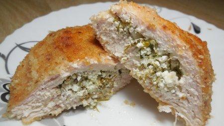 Куриное филе с пикантной начинкой