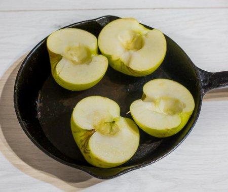 Тыквенный крем-суп с печеным яблоком