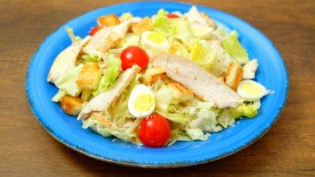 Вкуснейший «Цезарь» с курицей с идеальным соусом