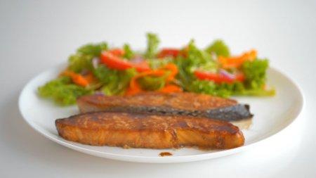 Рыба (лосось, семга, форель), запеченная в духовке