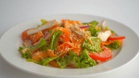 Два салата на скорую руку из доступных ингредиентов