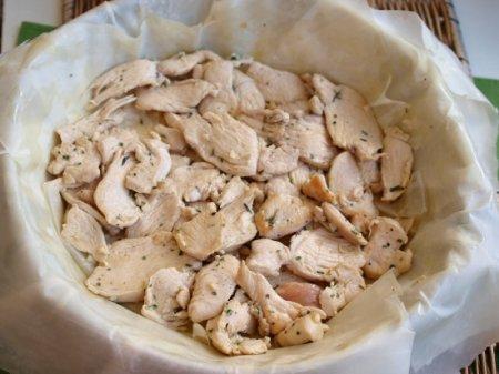 Пирог с курицей, рикоттой и шпинатом