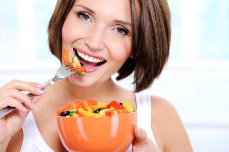Назван топ продуктов, вредных и полезных для зубов