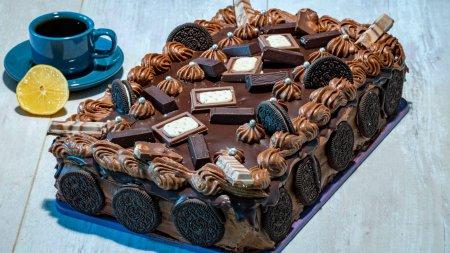 Бисквитный шоколадный торт с орехом