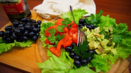 Очень вкусный и полезный салат с авокадо