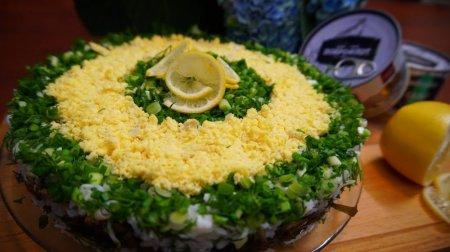 Быстрый и аппетитный салат с морепродуктами