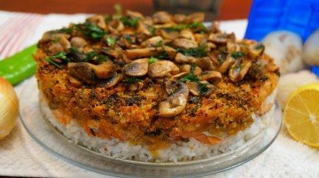 Вкусная горячая закуска с красной рыбой