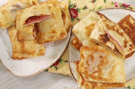 Закрытая мини-пицца с колбасой и сыром за 15 минут